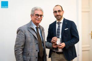 Benito Chiofalo ritira il premio da Gaetano Cincotta, consigliere Galenp